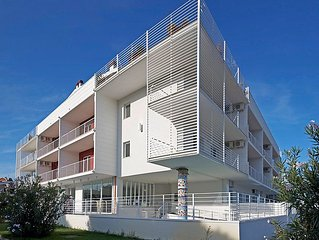 2 bedroom Apartment, sleeps 6 with Air Con, FREE WiFi and Walk to Beach & Shops