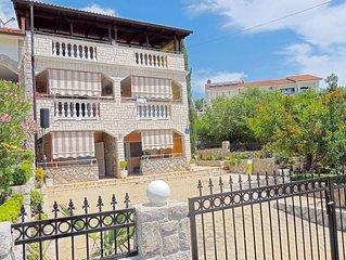 Attractive cozy apartment - balcony sea view, terrace, private parking, barbecue