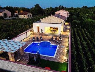 Villa mit Pool, im Herzen der Weinberge, 800 Meters vom dem Sandstrandes