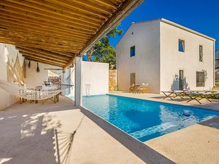 Rustic sunny Holiday house - terrace with swimming pool, spacious garden, privat