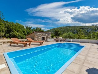 Gorgeous Holiday house - private pool, garden house, spacious balcony and terrac