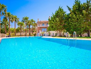 2 bedroom Villa, sleeps 5 with Pool, Air Con and FREE WiFi