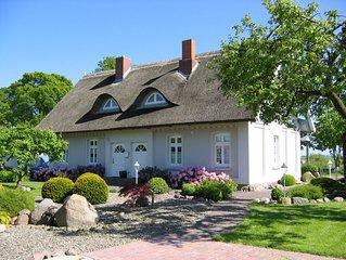 Schone Ferienwohnung in idyllischem Reetdachhaus in naturbelassener Umgebung