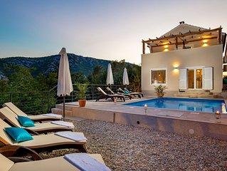 Villa auf einem Hügel mit Meerblick und ruhiger Lage