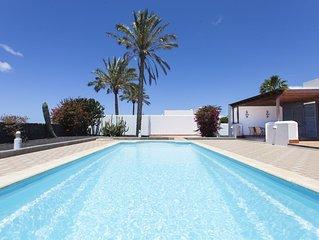 Villa Roma - 950m vom Strand, 1000m2 Fläche, riesig Pool den ganzen Tag besonnt
