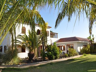 Exklusive, geschmackvolle Villa mit Garten, eigenem Pool, Panorama-Blick.