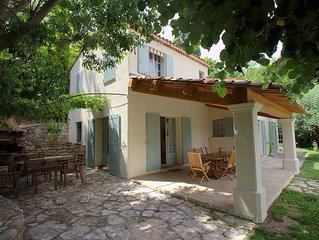 Sehr schöne Villa mit pr. Pool & schönem Garten, ruhig, 5 Min. vom Dorfplatz...