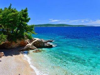 Moderne Ferienwohnung direkt am Meer, nur ca.10m vom Strand auf der Insel Hvar!
