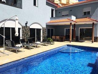 Moderne Villa mit beheizbarem Privatpool, WLAN 600Mb/s, 5 Schlafz, ruhig