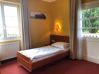 Einzelzimmer mit Balkon und Dusche
