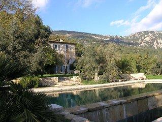 Traumhaftes typisches Provence Haus mit Naturstein Pool, Olivenbäume, Kräuter...