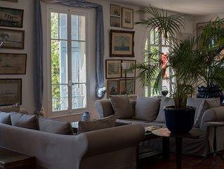 Einmalige, luxuriose Wohnung direkt uber dem Blumenmarkt am Meer im alten Nizza