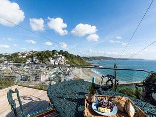 4 bedroom Villa, sleeps 8 with FREE WiFi and Walk to Beach & Shops