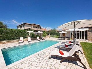 Ferienhaus Kastel für 8 Personen mit 4 Schlafzimmern - Villa