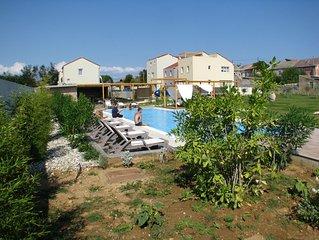 moderne Mini-Ferienanlage mit Pool bei Nin ganz nah am schönen Sandstrand
