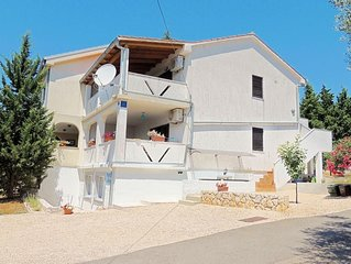 Lovely family apartment - private balcony, beautiful sea view, private parking