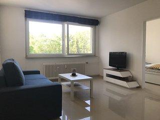 Frisch renovierte, komplett mobilirte 2 Zimmer Wohnung. 2-Room-App near the Fair