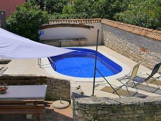 Rustikale Villa mit privatem Pool und Garten, nur 2 km vom Meer entfernt