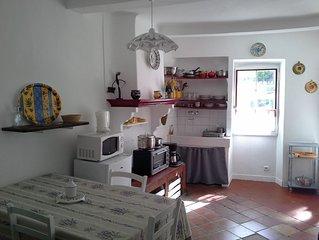 Typisches provenzalisches Reihenhaus im Zentrum von Valensole, Provence, Verdon