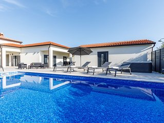 Luxuriöses Ferienhaus 'Residenz Davide' mit privatem Pool