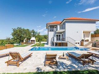 4 Zimmer Unterkunft in Blato na Cetini