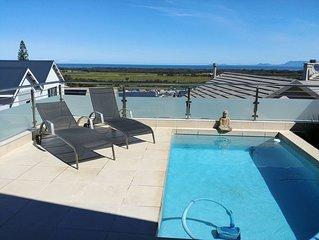 Zentral gelegene moderne Villa mit Meerblick in gesicherter Wohnanlage