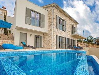Modernes Haus in einem zauberhaften kleinen Dorf mit Meerblick