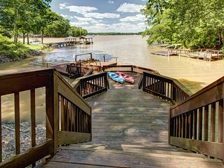 Lake Wylie Retreat ★ Private 5 Star Luxury Home ★ Kayaks ★ Paddle Boat