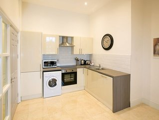Temple Bar Wellington Quay 3 Bed/2Bath Modern Apartment - sleeps 9