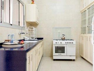 Ruwi apartment - great location