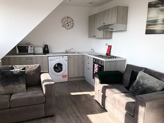Dunfermline City Centre Two Bed Bright Apartment