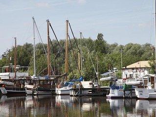 Modernes Fischerhaus, direkt am romantischen Vareler Hafen/ Wattenmeer