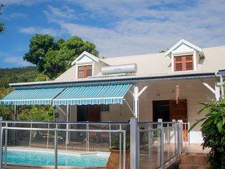 Villa avec piscine, 4 à 10 personnes, 5 chambres climatisées, grandjardin arboré