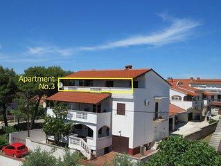Apartmani Gloria -Leon, Top Lage, Grosse Wohnung mit Terrasse 50m2 und Meerblick