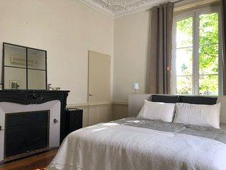 Appartement indépendant au centre ville type suite dans un hôtel particulier.