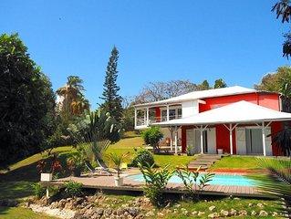 La Villa Rouge, sur une magnifique propriete arboree
