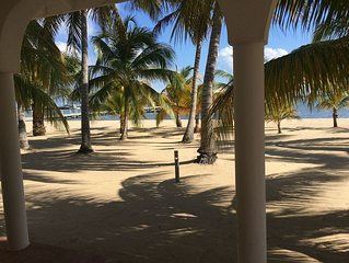 'The Placencia'  Available 12/21-12/28 and 12/28-1/4/2020 Luxury Oceanfront