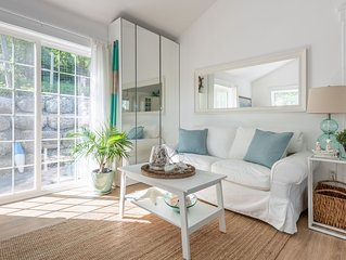 One bedroom fully equipped Mahone Bay luxury cottage