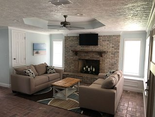 BSL Living, 2 Bedroom, 1 Bath   ***SNOW BIRDS WELCOME***