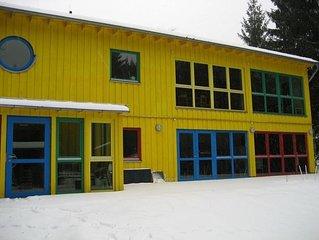 Großes, neuwertiges Ferienhaus mit Kaminofen, ideal auch für soziale Träger