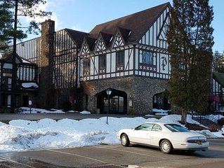 Peek n Peak 4 bedroom w loft 3.5 bath Golf/Ski Condo