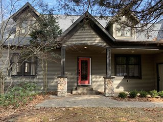 Spacious Wooded Retreat next to the Golf Course