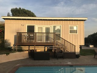 Quiet, Non smoking Studio unit with perks near the Rose Bowl, trails, and JPL.