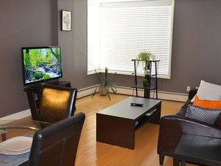 Entire Condo/Connaught area/Wifi/parking/ Downtown .