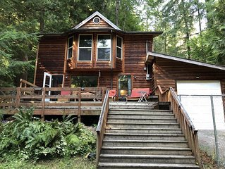 Welcome to the  Eagle's Nest, with nature scenery & Pet friendly fenced area!