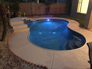 Modern design 4 bd, heated pool & spa, quiet area close to shopping, fun & sport