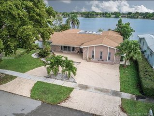 Lakefront Pool Home Near Beach and Sawgrass Mall - shopping and restaurants