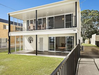 Waterfront Retreat with room for a boat - Welsby Pde, Bongaree