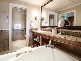 Luxurious Poets Cove Lodge Resort - King Bedroom