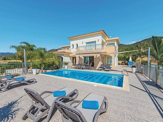 Contemporary villa w/ private pool, PlayStation 3, BBQ and free Wi-Fi